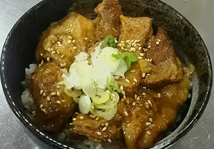 (丼もの)ミニ牛すじ丼 500円
